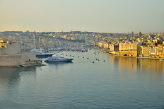 Golden light in Birgu (Sizun Eye - slowly catching up) Tags: birgu isla city tricity malta malte grandharbour fortress forteresse marina boats mediterranean mediterranne sea peaceful town old golden light morning matin europedusud europe europa southerneurope sizun sizuneye nikond750 nikon d750 tamron2470mmf28 tamron 2470mm
