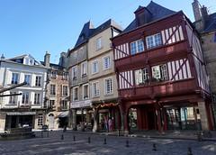 Dinan, Place des Cordeliers (Sebasti Giralt) Tags: bretanya breizh bretagne bretaa brittany dinan urbanisme urbanism urbanismo carrer calle street arquitectura architecture