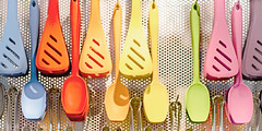 Formen und Farben (memories-in-motion) Tags: color cooking kitchen canon diy handmade 85mm tools f16 colored kche shape simple lffel bunt doityourself select backen helfer minmalism einfach handgemacht ef85mmf12liiusm kocken canoneos5dmarkiii