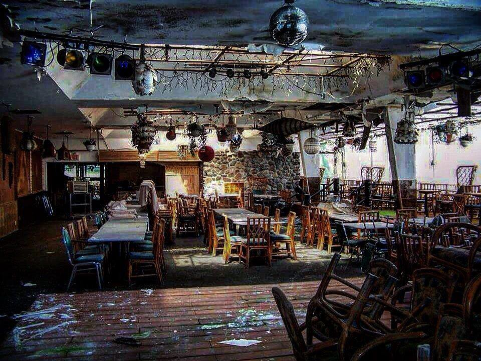 The world 39 s best photos of tiki and urbex flickr hive mind for Restaurant jardin montreal