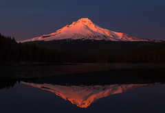 Mt hood (Tarun Kotz) Tags: mthood snow winter cold ice alpenglow alpen red light mountain oregon trilliumlake