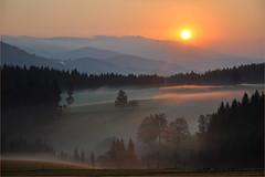 Der Herbst klopft an (Mariandl48) Tags: sonnenaufgang nebel morgenstimmung sommersgut wenigzell steiermark austria