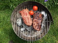 Das hat geschmeckt. (thmlamp) Tags: grill barbeque tomate kartoffel rumpsteak rindfleisch