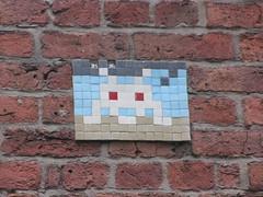 Space Invader MAN_34 (tofz4u) Tags: uk white streetart tile manchester unitedkingdom mosaic spaceinvader spaceinvaders bleu angleterre invader blanc mosaque artderue man34