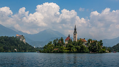 Slovenia / Slowenien: Bled (CBrug) Tags: sky cloud lake castle church clouds landscape lago see outdoor maria mary kirche himmel wolke wolken lac campanile ciel slovenia bled marienkirche slowenien landschaft burg clocher kirchturm glockenturm blejskiotok blejskigrad assumptionofmary cerkevmarijinegavnebovzetja