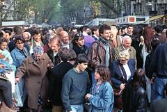 AGLOMERACION DE GENTE EN LA ENTRADA DEL METRO DE PLAZA DE CATALUNYA/RAMBLAS (Manel Armengol C.) Tags: barcelona espaa spain gente metro lasramblas gent 90s catalua lesrambles rambladebarcelona ramblasdebarcelona barcelonacatalunya aglomeraciondegente aglomeracidegent