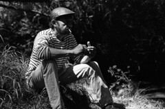 """By the jazzy river"" (praetorian29620) Tags: fdrouet portrait retrato nb bw film f801s afd analogue analogique analogico blackandwhite noiretblanc blancoynegro biancoenero nikon nikkor 50mm18 fp4 ilford homme man hombre nature breton"
