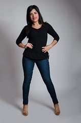laura (15 of 17) (Edgardo V) Tags: portrait costa chair modeling rica jeans latina brunette