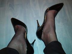 IM006926 (grandmacaon) Tags: pumps highheels lowcut hautstalons lowcutshoes toescleavage pepejimenez