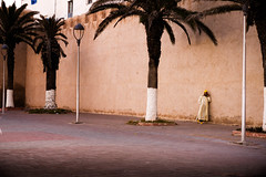 sans titre-1646.jpg (Florence Bonnin) Tags: individus photoslasauvette couleur essaouira fuji lumire maroc morocco motion rue street