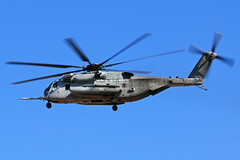 "164777 CH-53E Super Stallion - YN 35 / HMH-361 ""Flying Tigers"" - MCAS Miramar, CA (David Skeggs) Tags: aircraft aeroplane military usmilitary davidskeggs h53 ch53 stallion miramar usmarines usmc helicopter helo"