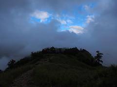 P9230071 (David.CY.Yang) Tags:  syuemountain   eastpeak snowmountain   taiwanmountainash taiwanlaughingthrush  usnea  dawn  holyridgeline   glacialcirque