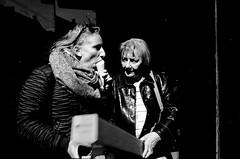 Potterstraat, Utrecht (Pim Geerts) Tags: street ice photography utrecht web cream icecream gr ricoh vrouw oude dames jonge ijsje potterstraat langeviestraat straatfotografie pg025242