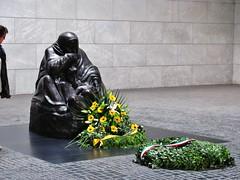 Neue Wache (streamer020nl) Tags: berlin germany deutschland unterdenlinden mitte wache neue 2010 berlijn schinkel llh louiselh