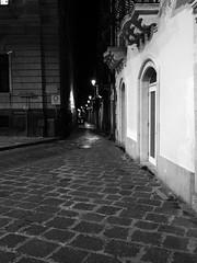 Siracusa_261_1718 (Dubliner_900) Tags: olympus omdem5markii mzuikodigital17mm118 micro43 siracusa siracuse sicilia sicily ortigia bw biancoenero monochrome notturno nightshot handshold
