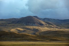 Sunset landscape, Tibet 2015 (reurinkjan) Tags: tibetབོད བོད་ལྗོངས། 2015 ༢༠༡༥་ ©janreurink tibetanplateauབོད་མཐོ་སྒང་bötogang tibetautonomousregion tar ütsang sagaས་དགའ་county tibetanlandscapepicture landscapesceneryརི་ཆུ་ཡུལ་ལྗོངསrichuyulljongsrichuyünjong landscapepictureཡུལ་ལྗོངས་རི་མོyulljongsrimoyünjongrimo natureརང་བྱུང་ཁམས་rangbyungrangjung natureofphenomenaཆོས་ཀྱི་དབྱིངས་choskyidbyings earthandwaternaturalenvironmentས་ཆུ་sachu himalayamountainsགངས་རི་དབང༌ himalayaཧི་མ་ལ་ཡ་ རི་himalayamtrangeརྒྱུད་ཧི་མ་ལ་ཡrigyühimalaya himalayasརི་གངས་ཅནrigangchen sunsetཉི་རྒས།nyigéthetimeofsunsetཉི་རྒས་ཐུན་མཚམསnyigétüntsam astheshadowsofthesettingsunvanishintodarknessཉི་མ་ནུབ་པའི་གྲིབ་སོ་ལྟརnyimanuppédripsontar twilight dusk dim dusky gloam gloaming sundown