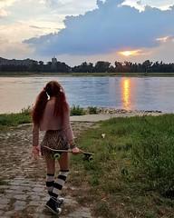 IMG_20160901_212840 (Einheitsbrei) Tags: einheitstochter rhein dsseldorf board longboard overknees sunset sonnenuntergang redhead redhair piggytails