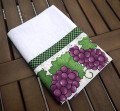 Pano de prato com barrado de tecido com estampa de uva (Ateliê da Russa) Tags: uva panodeprato panodecopa
