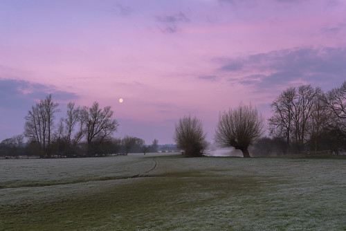 Dedham Vale misty dawn by Nick_Rowland, on Flickr