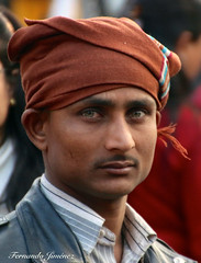 Rostros nepalíes 06 (alanchanflor) Tags: removedfromstrobistpool seerule1 canon nepal hindúes hombre turbante natural ojos color