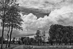 bui in buitengebied (Don Pedro de Carrion de los Condes !) Tags: bw landscape 50mm noiretblanc zwartwit wolken dp lucht fx bui donpedro gelderland luchten formatie putten 1450mm indrukwekkend landscahp d700 spochthoorn