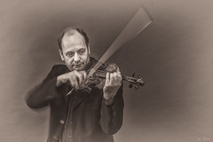 Portrait 'n motion (anblug) Tags: portrait portrt bw violin music man