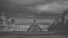THE CALL OF ART (oroyplata.) Tags: bw bn expansion louvre museum museo paris valencia landscape city lught storm art rays oroyplata rafa macas calle panoramica panoramic tourist posta foto tipical