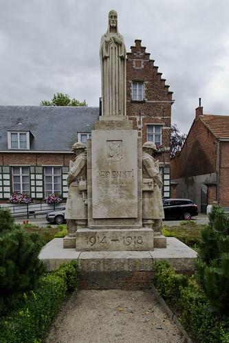 Zandhoven, Oorlogsmonument.