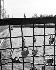 (Lorybusin) Tags: switzerland blancoynegro blackandwhite biancoenero ponte puente corazones candado lucchetti nikon landscape padlock heart