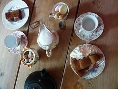Appelgebak met slagroom (QQ Vespa) Tags: middelburg cafe kaffee kuchen apfelkuchen cake honeypie gedeck