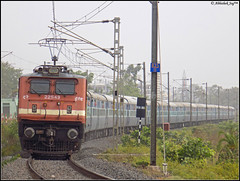 ED WAP-4 (Abhishek Jog) Tags: smiling ed wap4 22549 punching aggressively towards mso mps charging legendary 12622 ndlsmas tamil nadu sf express erode tn from hbj habibganj bpl jn junction et itarsi ndls mas new delhi chennai central ndlschennai bhopal bhopaljn