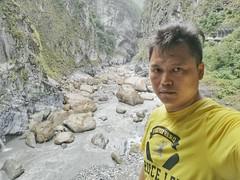 Selfie before leaving the Taroko National  Park, Hualian, Taiwan (Alfred Life) Tags: me  summarith12227 summarit leicaduallenses plus huaweip9plus p9    asph leica huawei