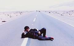 Manuel no le tiene miedo al sol (manuelhumberto1) Tags: dax ruta frontera silencio saber camino madrugada buscando temerario sonrisa lentes viaje trip viajero horizonte destino sueo motero carretera road sol desierto