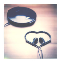 my first polaroid photo (Walkman & Robin) Tags: polaroid  slr670m tip ne20 walkman a8 bo gtx970 color70 impossible film