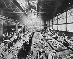 Astley Green Colliery, Lancashire. Picking sheds 1930s (Pitheadgear) Tags: uk blackandwhite monochrome pits mine kohle pit mining coal miner miners colliery kohl mineworkers charbon astley collieries astleygreencolliery manchestercollieries pitbrowwomen houillier pitwomen