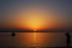 ogni lasciata  persa (andrea.suzzi1985) Tags: rimini italy italia canon1200d canon emiliaromagna tramonto sunset girl ragazza reflaction mare sea sun sky barca cielo