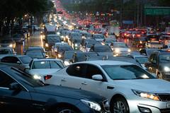 Rush Hour (@Tuomo) Tags: cars rain evening nikon df traffic korea seoul rushhour southkorea 70200mm4