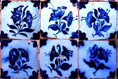 Fragmento de painel de azulejos com padro floral da Igreja da Ordem Terceira Secular de So Francisco da Bahia (marcusviniciusdelimaoliveira) Tags: arte azulejo azulejos padro azulejaria secxvii azulejariaportuguesa