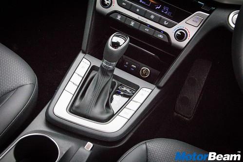 2016-Hyundai-Elantra-21