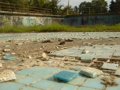 Piscine du golf (Alley Cat (photography)) Tags: urbex urbanexploration explorationurbaine abandoned abandonné ruine ruined ruines ruins derelict decay decayed basenautique nauticbase piscine swimmingpool golf