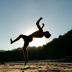 Tricking (AndoniVer) Tags: sky sun freerunning parkour backlighting tricking moonkick