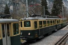 Triebwagen BDhe 4/4 107 der Wengernalpbahn WAB ( Baujahr 1954 => Zahnradbahn - Schmalspur 800mm => Hersteller SLM Nr. 4120 ) am Bahnhof Lauterbrunnen im Berner Oberland im Kanton Bern der Schweiz (chrchr_75) Tags: train de tren schweiz switzerland suisse swiss eisenbahn railway zug april locomotive cogwheel christoph svizzera bahn zahnrad treno schweizer chemin centralstation fer locomotora tog crmaillre juna lokomotive lok ferrovia bergbahn cremallera spoorweg suissa 2015 zahnradbahn locomotiva lokomotiv ferroviaria  locomotief chrigu  rautatie  mountaintrain bahnen zoug trainen  chrchr hurni chrchr75 chriguhurni albumbahnenderschweiz chriguhurnibluemailch albumbahnenderschweiz201516 albumzzz201504april