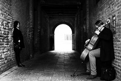 Cello (Claudio17177) Tags: venice urban bw italy music contrast artist play candid streetphotography highcontrast tunnel scene cello spectator