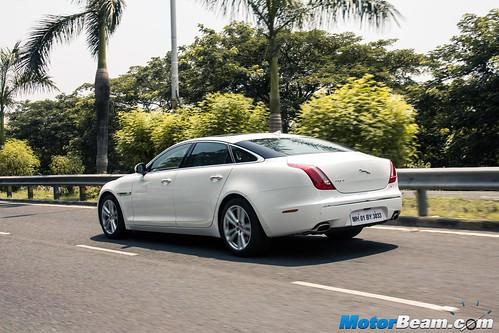 2015-Jaguar-XJ-Petrol-02
