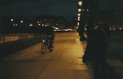 deep (tucaine) Tags: sunset paris bike bicycle seine night canon eos noche kiss superia bicicleta iso 400 romantic fujifilm beso anochecer xtra 500n