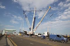 (Capt' Gorgeous) Tags: crane baldwins barrage dock floating cardiff bay marina lift heavy