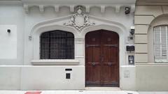 2016-07-18_03-43-55 (hijita no seas dark) Tags: door old puerta buenosaires vieja palermo escudo armadura cortada anasagasti