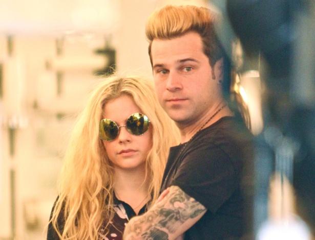 Avril Lavigne teria sido vista aos beijos com Ryan Cabrera, diz site