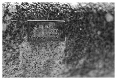 Dtail tombe (DavidB1977) Tags: france languedocroussillon nikon d7100 aude capendu tombe 50mm ais plaque nb bw