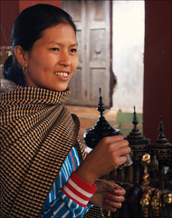 * (*Kicki*) Tags: woman person portrait temple inndein shweinndein bell myanmar burma shanstate 50mm inlelake inle thanaka facesofmyanmar